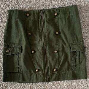 Green Skirt LIKE NEW 🌿
